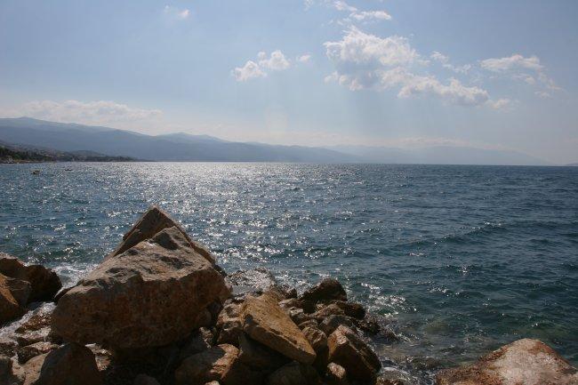 rocky_shore_1.jpg
