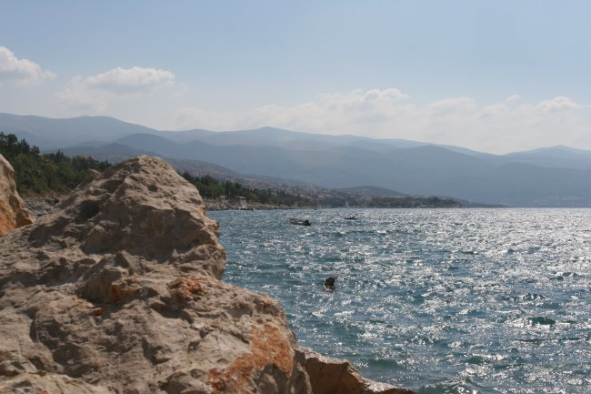 rocky_shore_2.jpg