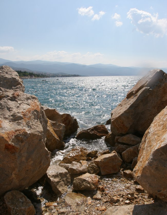 rocky_shore_3.jpg