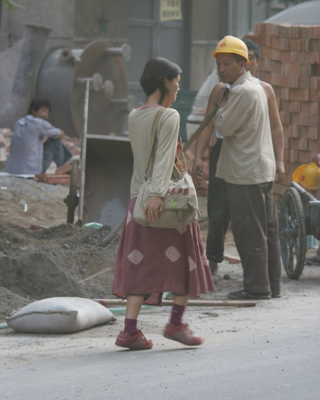 construction_girl_on_the_scene.jpg