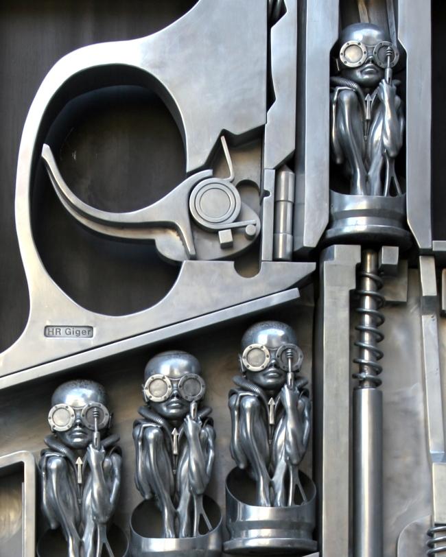 ... jan 2012 17... H.r. Giger Birth Machine